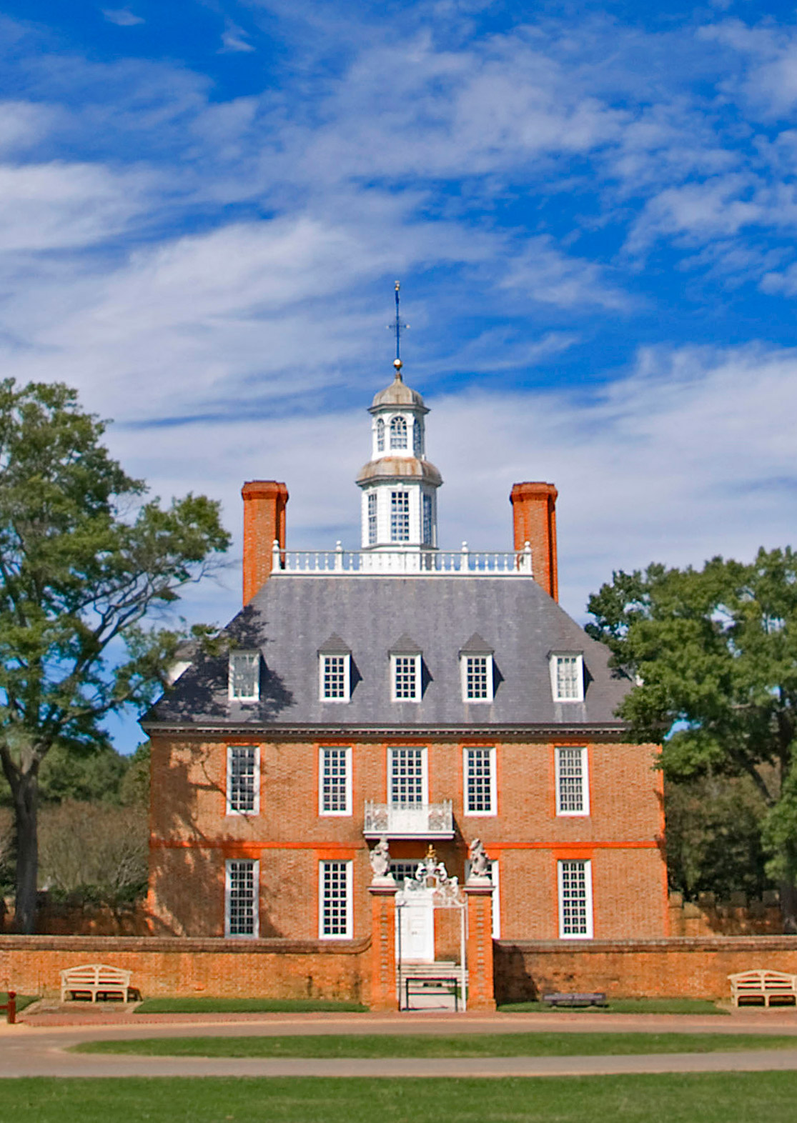 The_Governors_Palace_--_Williamsburg_(VA)_September_2012_c